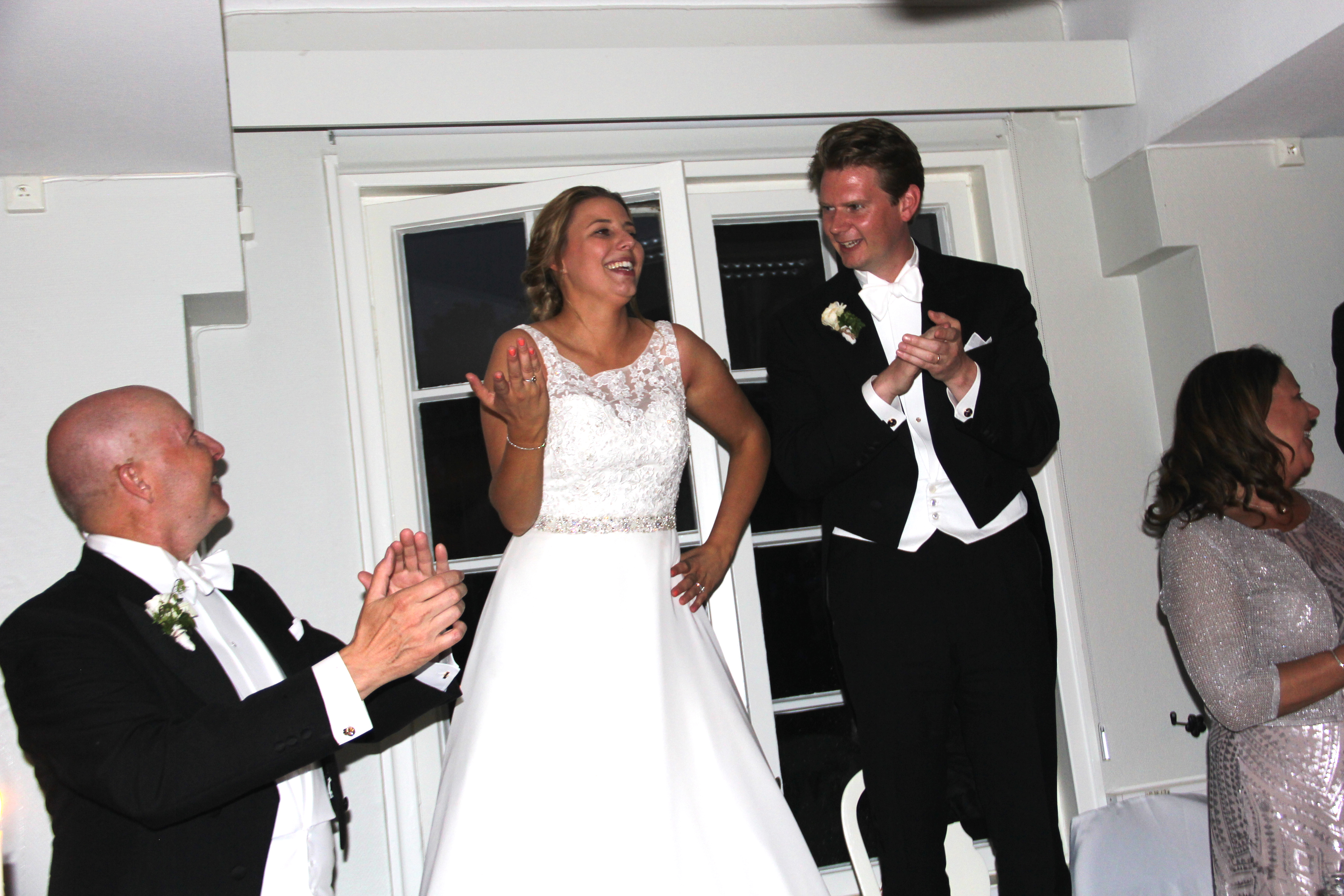 b75bdc55b23f Frack-bröllop i Linköping, pizza på balkongen & öl i badkaret ...